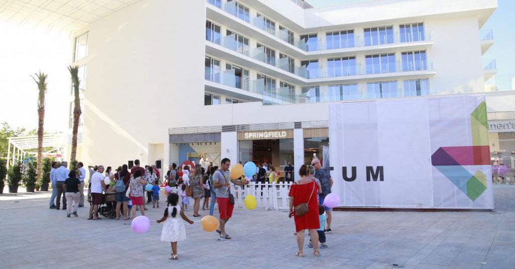 ABRE SUS PUERTAS MOMENTUM PLAZA: EL ÁREA COMERCIAL Y DE RESTAURACIÓN DEL NUEVO HOTEL QUE CULMINA LA TRANSFORMACIÓN DE MAGALUF